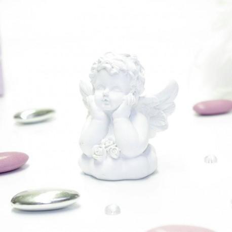 Ange en céramique blanche