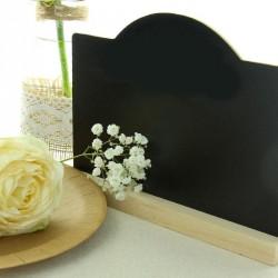 Menu marque table ardoise, élégant avec son socle en bois naturel.