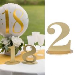Marque table chiffre 2 Or pour apporter du style à votre table tout en étant pratique.